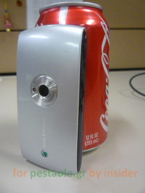 Sony Ericsson Kurara phone showing camera