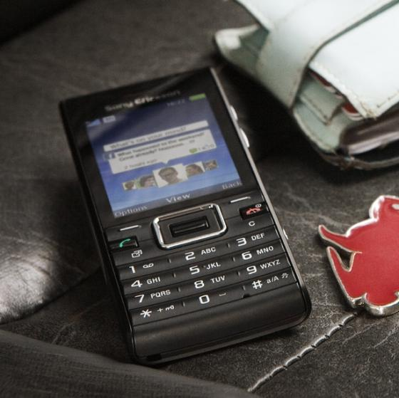 Sony Ericsson Elm showing Twitter app