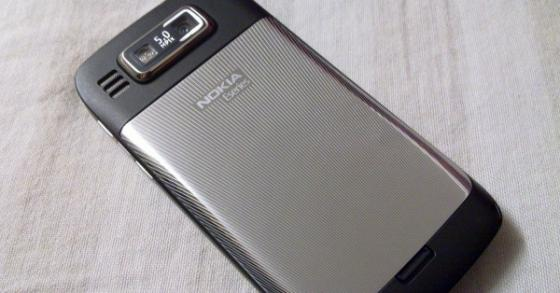 Nokia E72 camera from the back