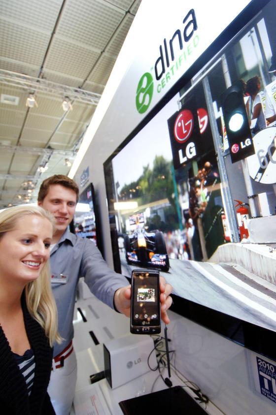 LG Optimus 7 sharing video