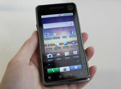 Motorola MILESTONE XT720 Android phone showing homescreen