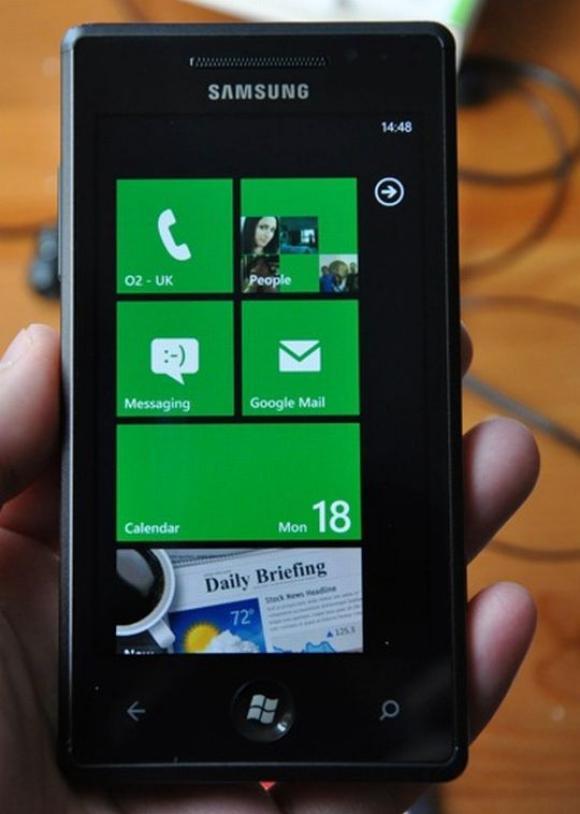 Samsung Omnia 7 Windows Phone 7 device