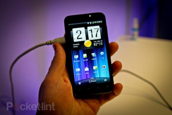 HTC Evo 3D showing homescreen