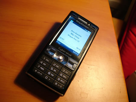 Sony Ericsson K800i camera phone showing MP3 player