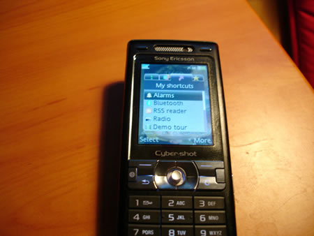 Sony Ericsson K800i connectivity options
