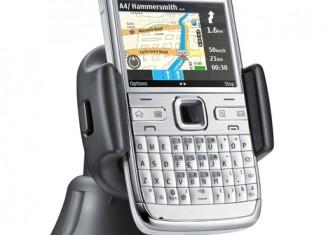 Nokia E72 phone with Ovi maps